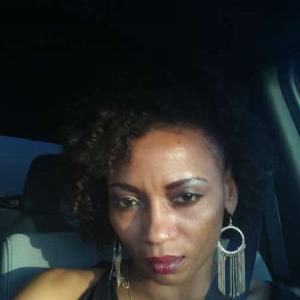Black American Queen, 40, woman